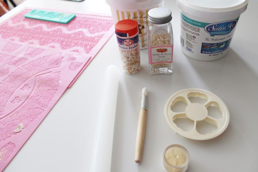 Zubehör und Zutaten für die Torte